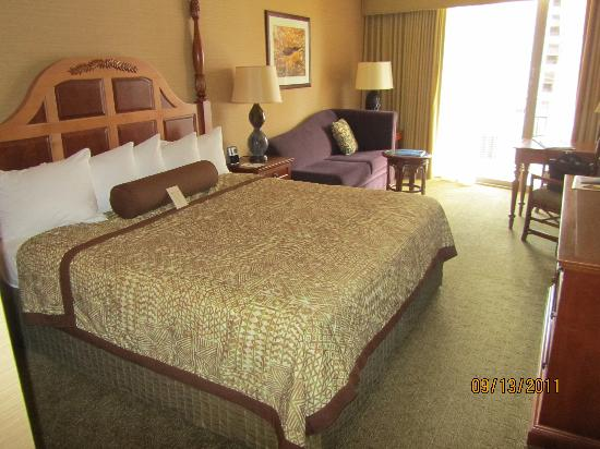 Outrigger Reef Waikiki Beach Resort: great room