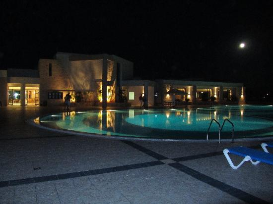 Grand Hotel Holiday Resort: Main pool by moonlight