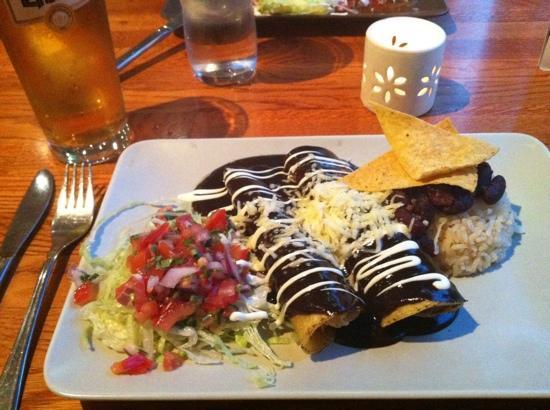 Santa Maria: enchiladas de mole