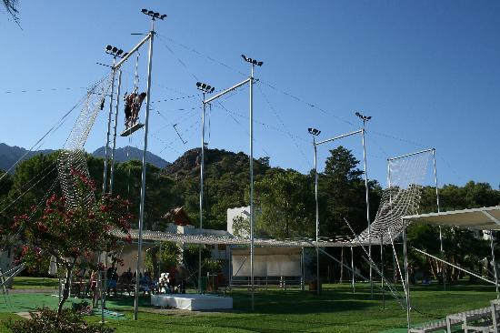 #คลับ เมด ปอลมิเย: circus school