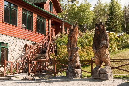 Pyramid Lake Resort: entarance and restaurant