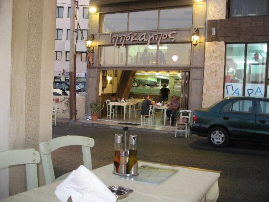 โรงแรมเอเทรียน: best place to eat !