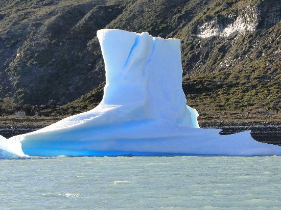 Todo Glaciares Tour: Otro témpano