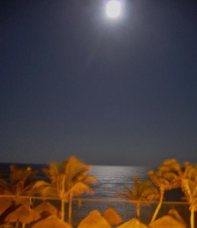 Catalonia Riviera Maya: Evenings on the patios