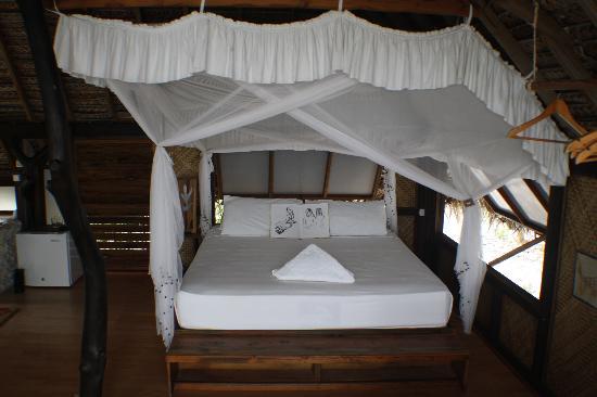 Tevahine Dream: The bed