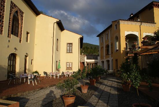 Hotel Villa Cheli: Avoid the upstairs apartments on the left