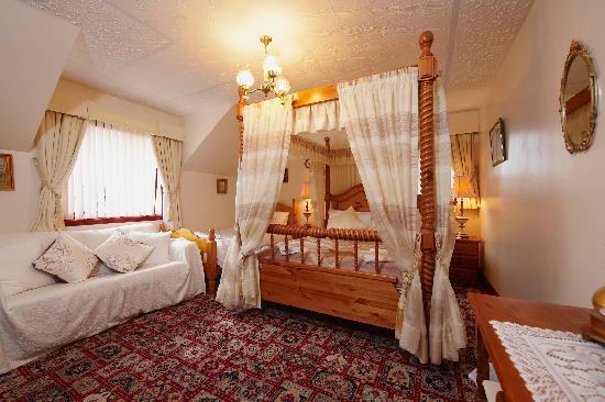 Acorn Guest House: Four Poster en-suite room