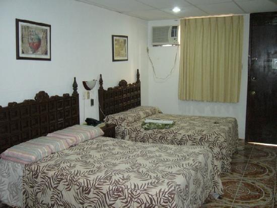 Hotel Real de Mar: A typical room at Hotel Real Del Mar, Veracruz