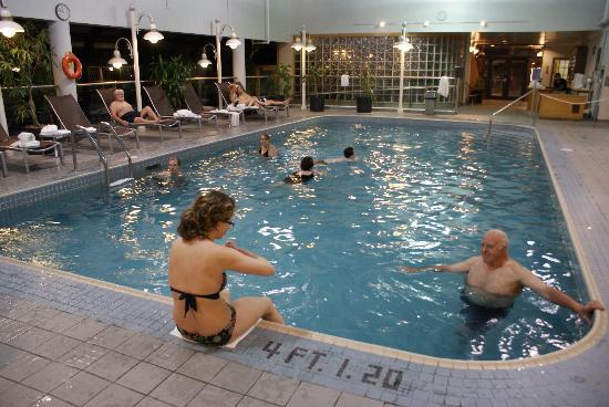 เดลต้า เชลซี: La piscine réservée aux adultes...