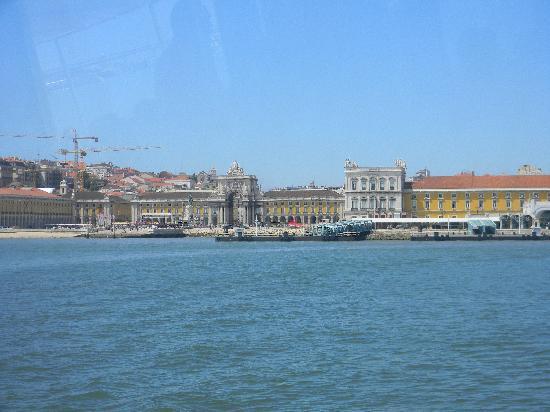 Rio Tejo: Praça do Comercio from the Tagus
