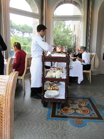 Le Restaurant de Coquillage: Desserts assembled table side by the patisserie chef
