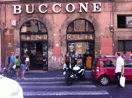 Enoteca Buccone: The Entrance