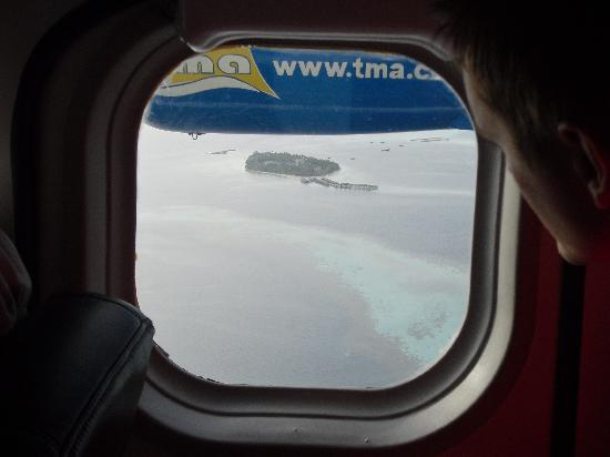 Vilamendhoo Island Resort & Spa: Resort Island from the sea plane