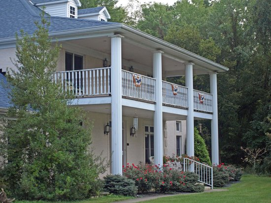 Andersons Riviera Inn : Main house at Inn