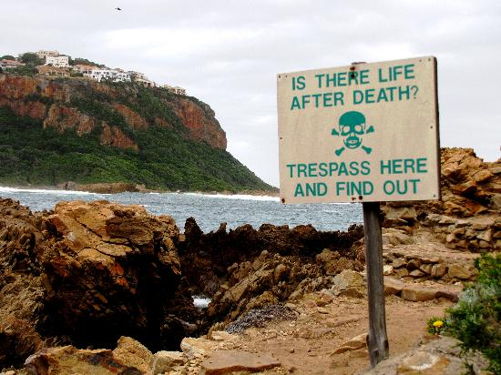 Knysna, Afrique du Sud : a warning to errant hikers
