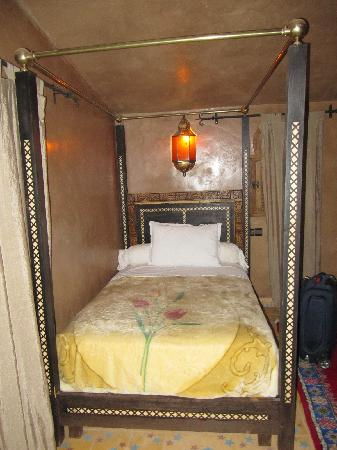 Chez le Pacha: The single bed in the suite
