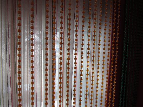 Radisson Blu SkyCity Hotel, Arlanda Airport: Beads for curtains