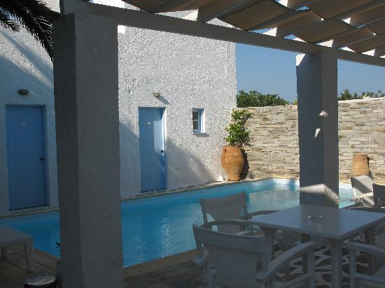 Marinero hotel and suites paros naoussa greece reviews photos price comparison tripadvisor - Cool rooms with pools ...