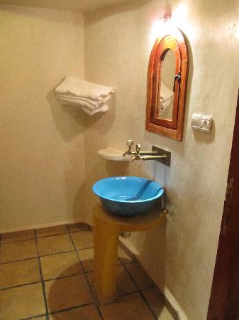 Riad Lamane: Bathroom