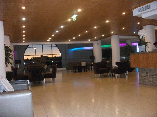 Grand Muthu Forte do Vale: Hotel Reception area