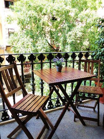 El Balcon del Born: DINNING ROOM - BALCONY