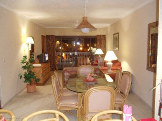 Casa Del Mar Beach Resort: Re done kichen
