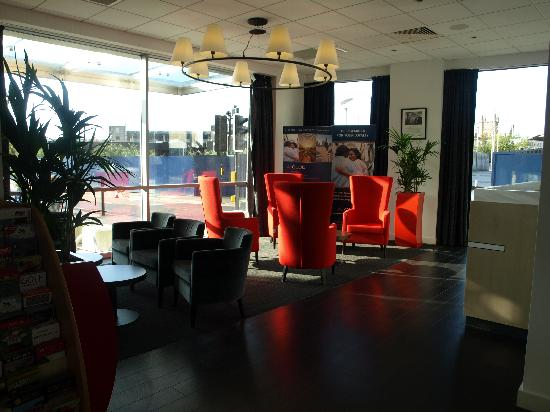 Ibis Bristol Temple Meads Quay: reception area