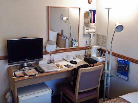 Toyoko Inn Umeda Nakatsu: Desk area