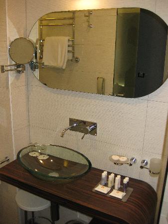 Hotel Lapad: Really smart and modern bathroom