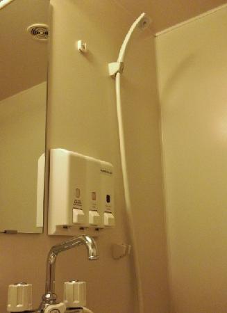 Toyoko Inn Umeda Nakatsu: Bathroom