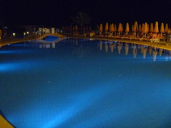 Yelken Blue Life Spa & Wellness Hotel: pool at night