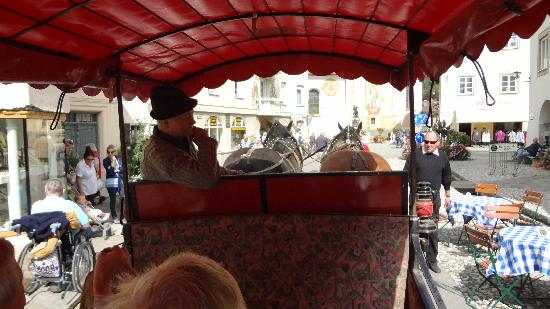 Alpenrose Traditionsgasthof: horse driven carriage ride was wonderful