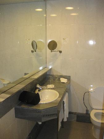 HSM President Golf & Spa: Bathroom