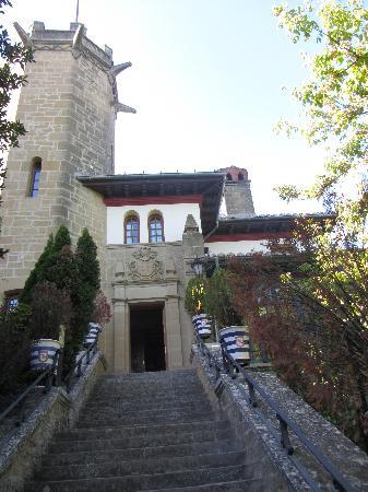 Hotel Castillo El Collado: La entrada