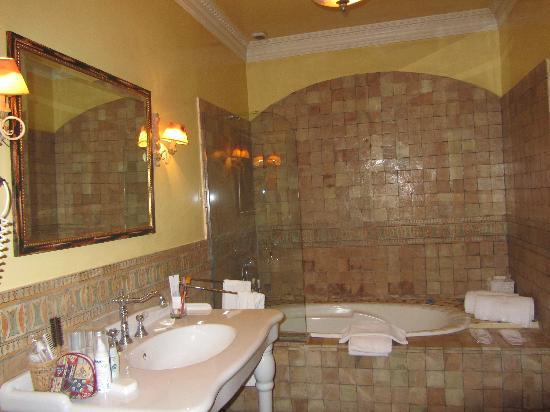 Hotel Castillo El Collado: El baño