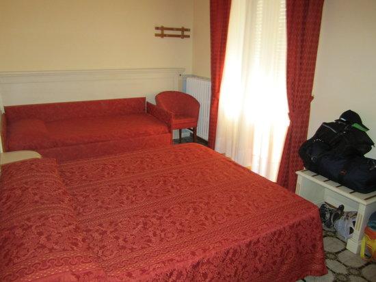 Hotel Lo Squalo: bedroom