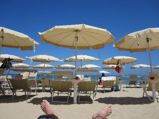 Hotel Lo Squalo: private hotel beach - 6 minutes walk