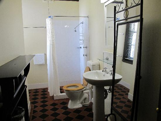 Sydney Harbour Bed and Breakfast : The very clean bathroom