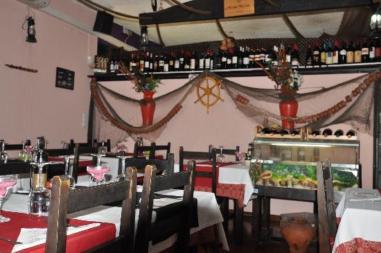Rocha Mar Restaurante: Rocha Mar, inside view. Madeira, June/July 2011