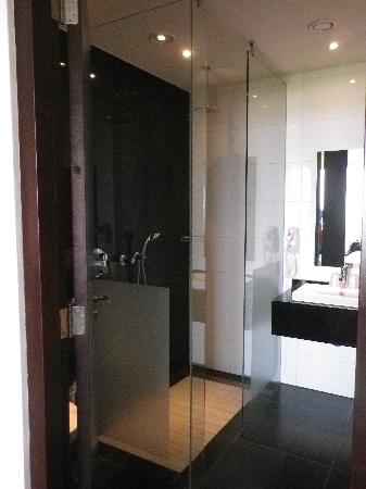 Van der Valk Hotel Duiven: Walk in shower