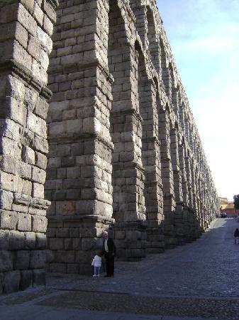 ท่อส่งน้ำเซโกเวีย: Acueducto de Segovia.