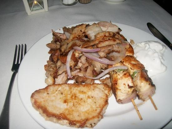 Atlantica Mikri Poli Rhodes: diner in grill restaurant