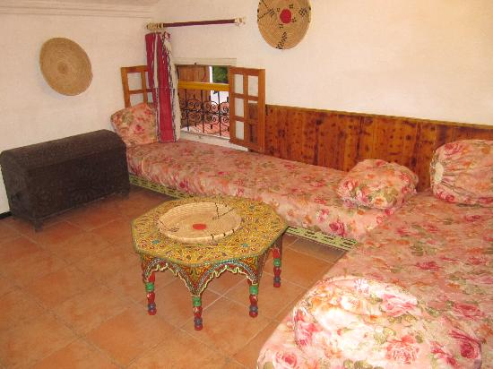 Gite Dayet Aoua : sitting area in the upstairs double room