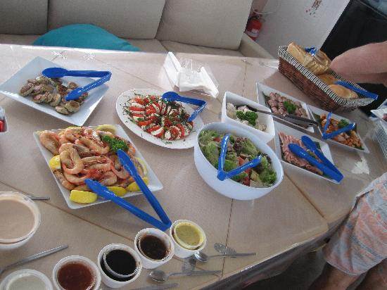 Aquarius - Sail & Snorkel: Lunch...the prawns were delicious!