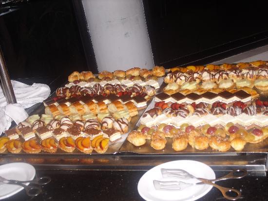 SENTIDO Phenicia: some of the puddings