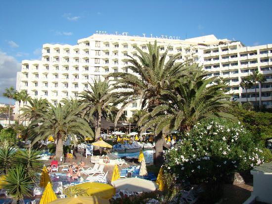 H10 Las Palmeras: vista hotel desde hamaca