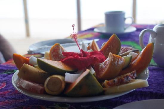 ซาไว ลากูน รีสอร์ท: breakfast fruit platter