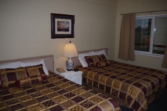 Ocean Shores Inn & Suites: Bedroom