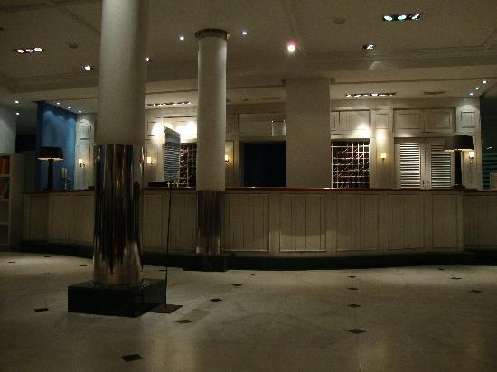 Marina Suites: Reception