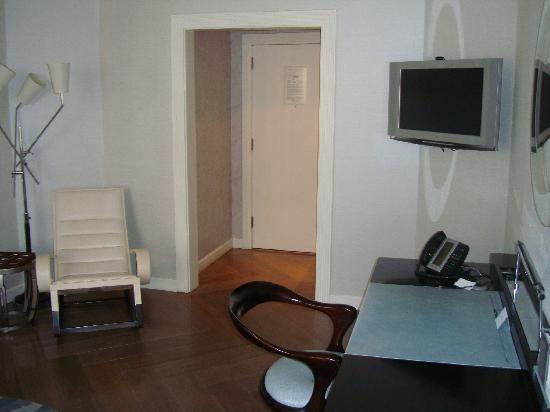 เดอะลอนดอนNYC: TV / Desk / Rocking chair